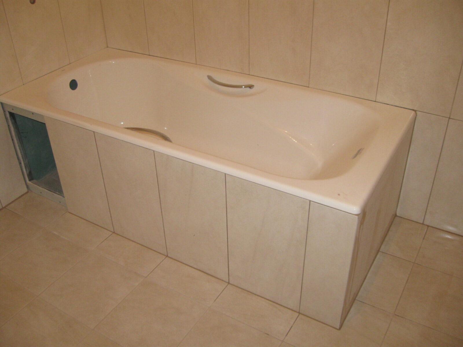 Как и чем закрыть пространство под ванной 82