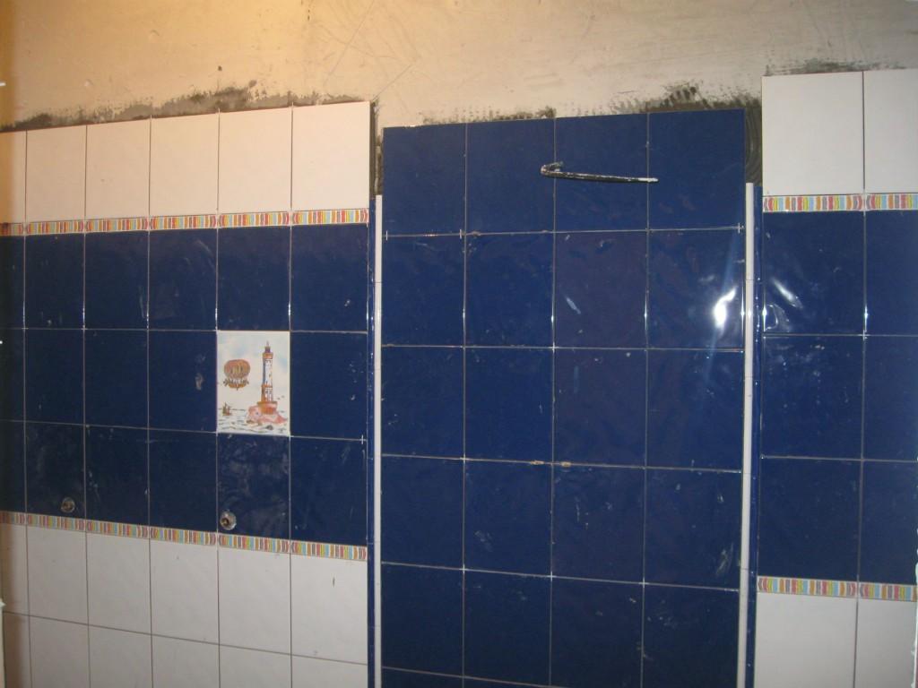 Как клеить кафель в ванной