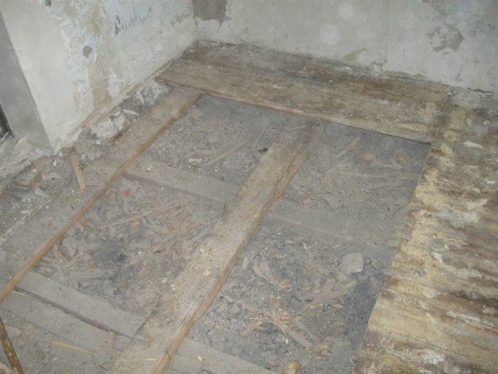 Снимаем деревянный пол