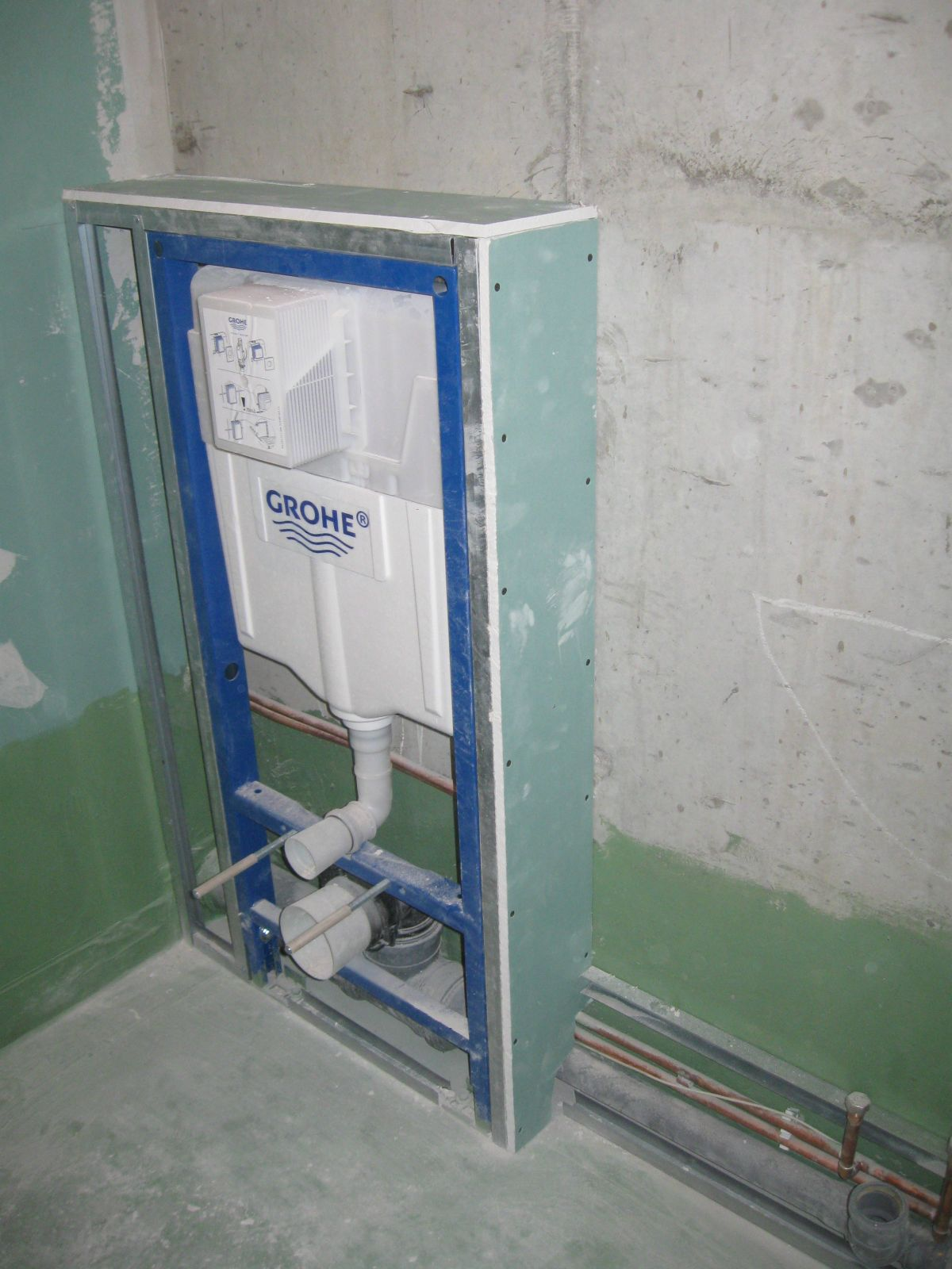 Прежде чем делать такие фото вспомните как работают туалеты в поезде