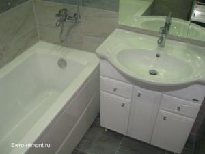 Акриловая ванна с мойдодыром