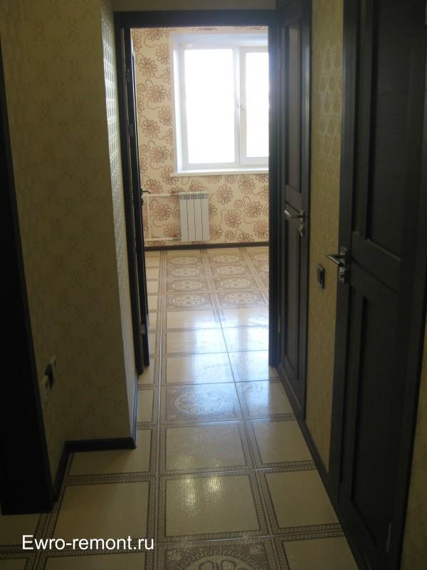 Вид из коридора на кухню. Ремонт квартир в Минусинске