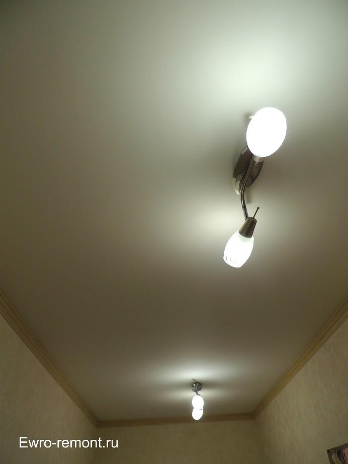 Потолки в коридоре.