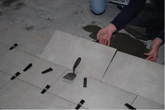 применение системы для укладки и выравнивания плитки