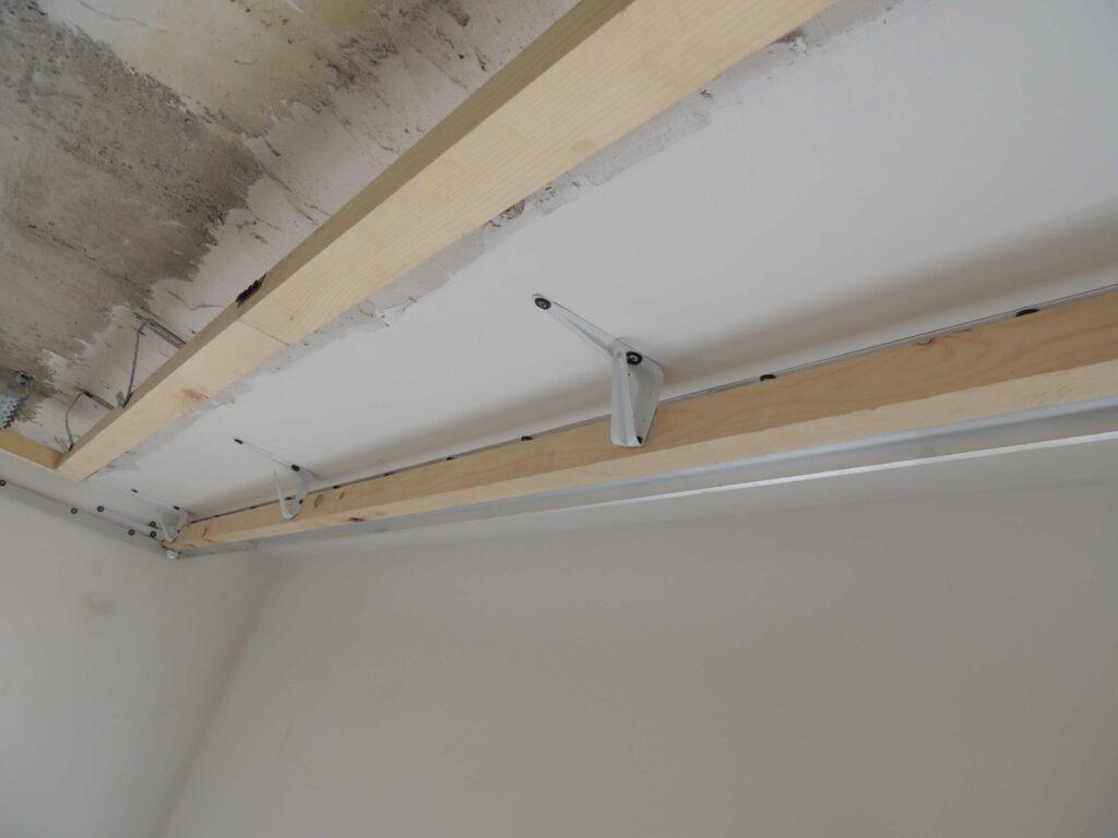 Подготовка скрытого карниза для натяжного потолка