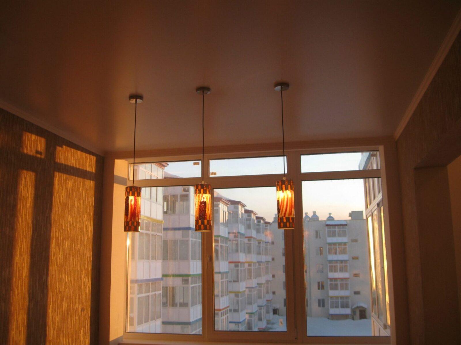 Свисающие светильники в кухне