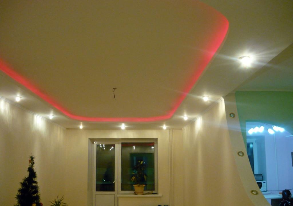 Потолок из гипсокартона,криволинейный, подсветка - светильники и дюролайт г.Абакан