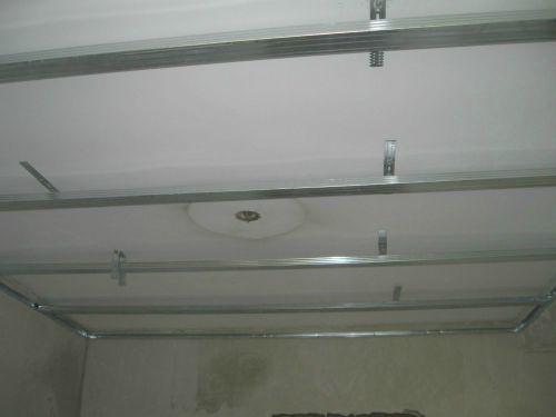 Потолок из гипсокартона в один ярус