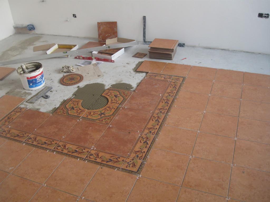 На фото видно что подрез уходит к стене где будет стоять кухонный гарнитур.