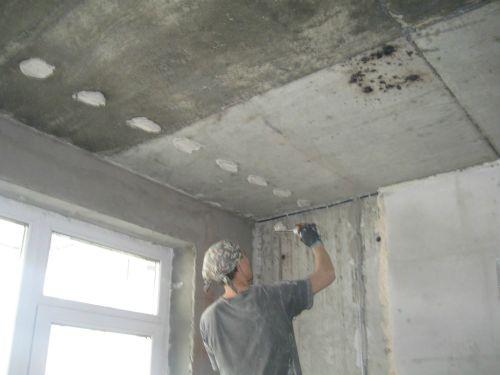 Выставляем маяки на потолок