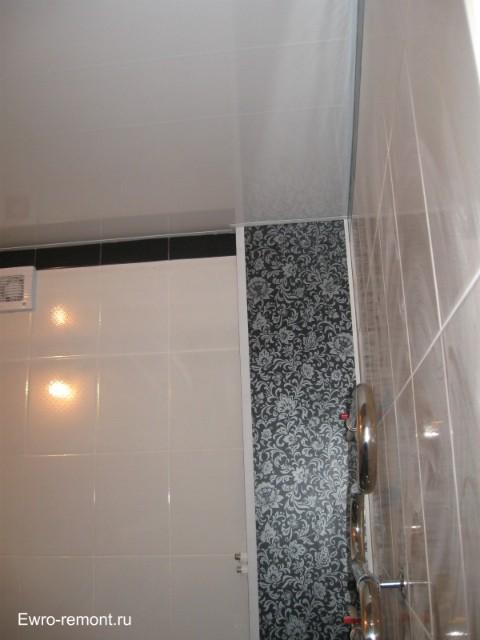 Сборка потолка в ванной комнате