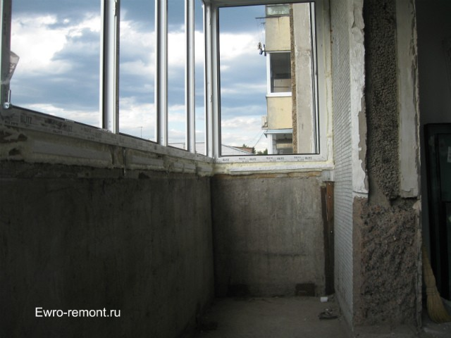 Вид лоджии до французского окна и утепления
