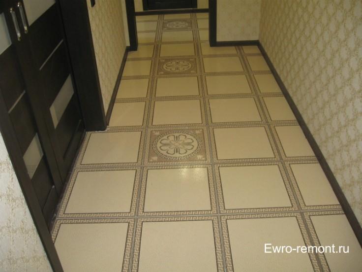 Кафель и двери в коридоре