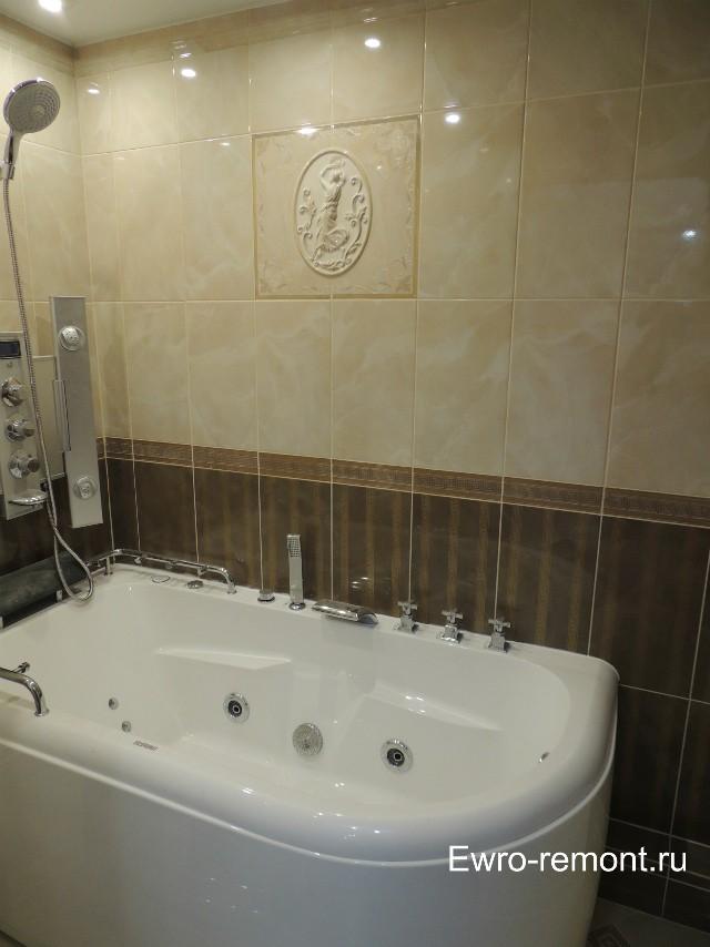 Акриловая ванна с дополнительным настенным душем