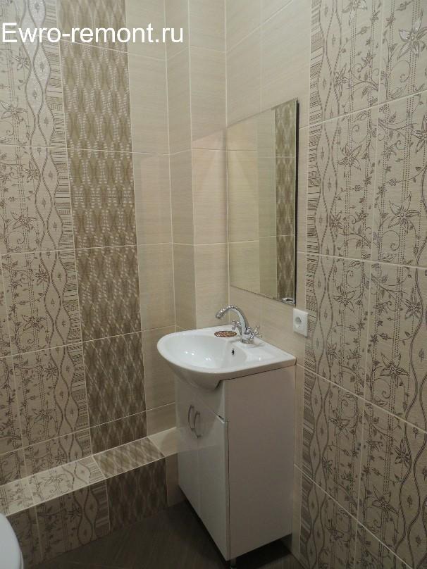 мойка с зеркалом в туалете