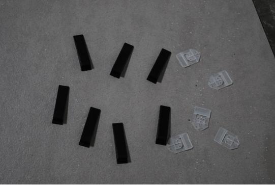 Система укладки и выравнивания плитки состоит из двух основных частей