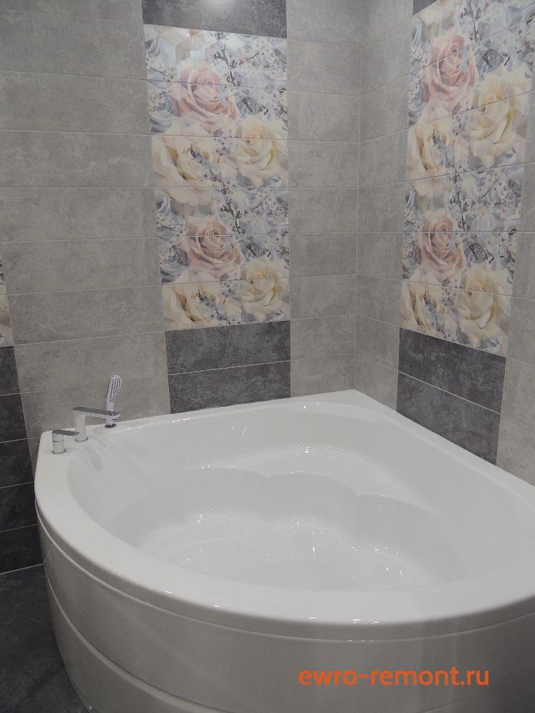 угловая акриловая ванна и панно из роз