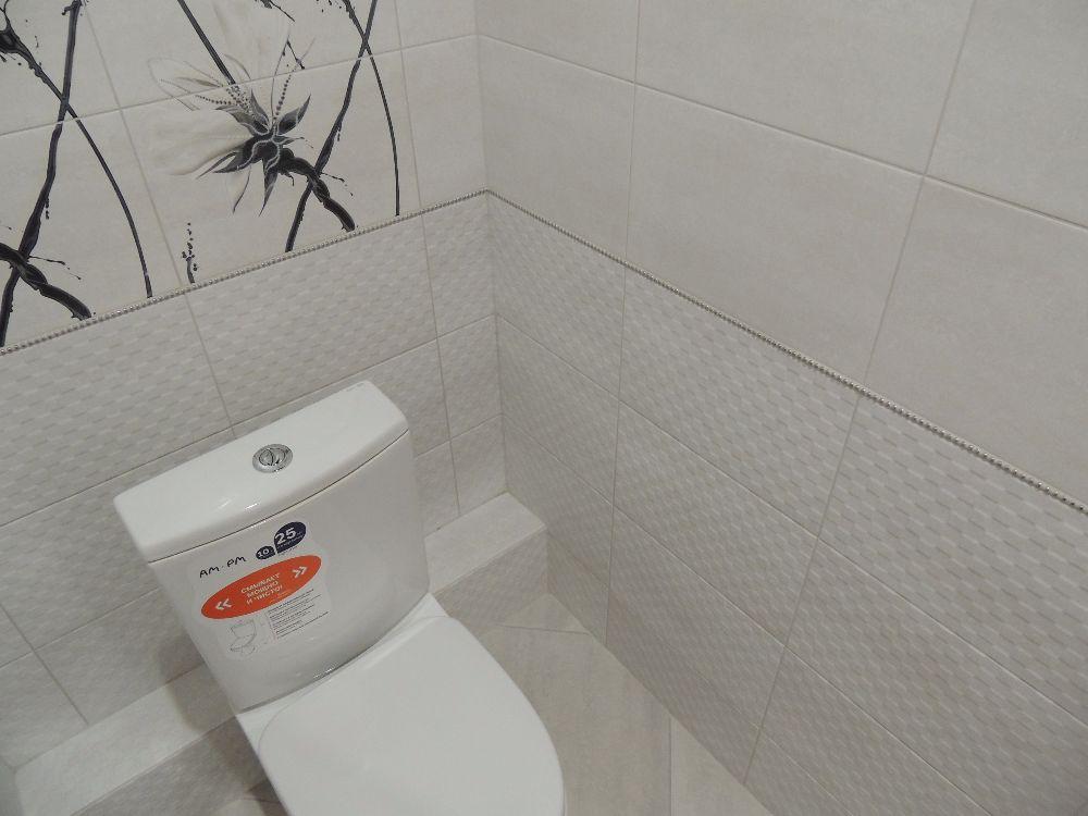 светлая плитка в туалете