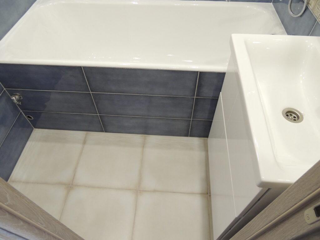 Экран для чугунной ванны из гипсокартона в плитке