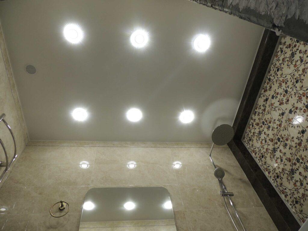 Потолок в ванной комнате из гипсокартона.jpg