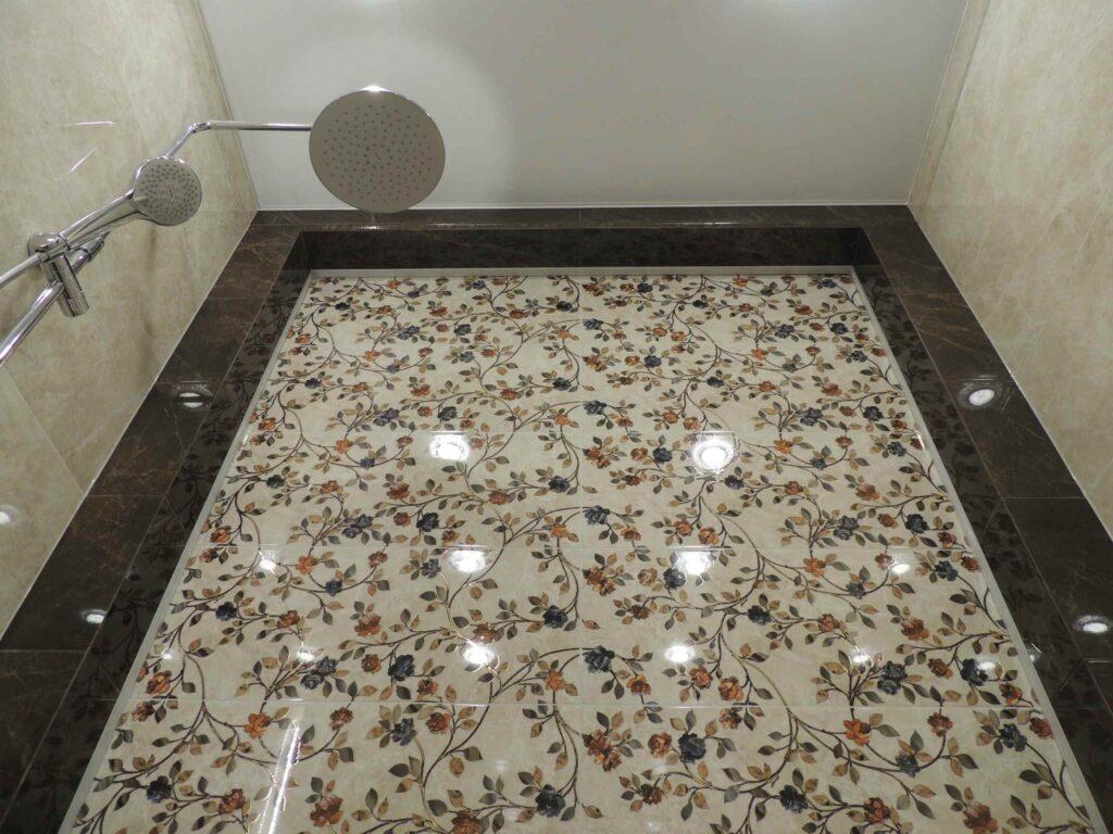 ниша из плитки в ванной комнате.jpg