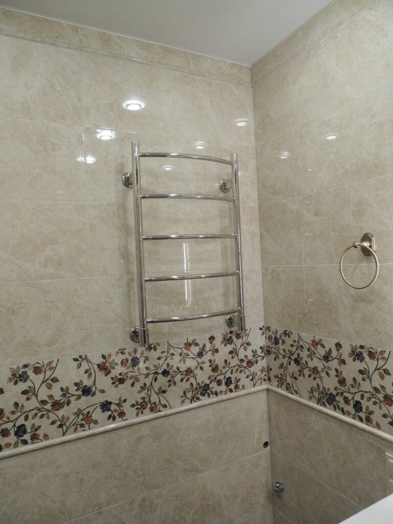 Электрический полотенцесушитель в ванной.jpg