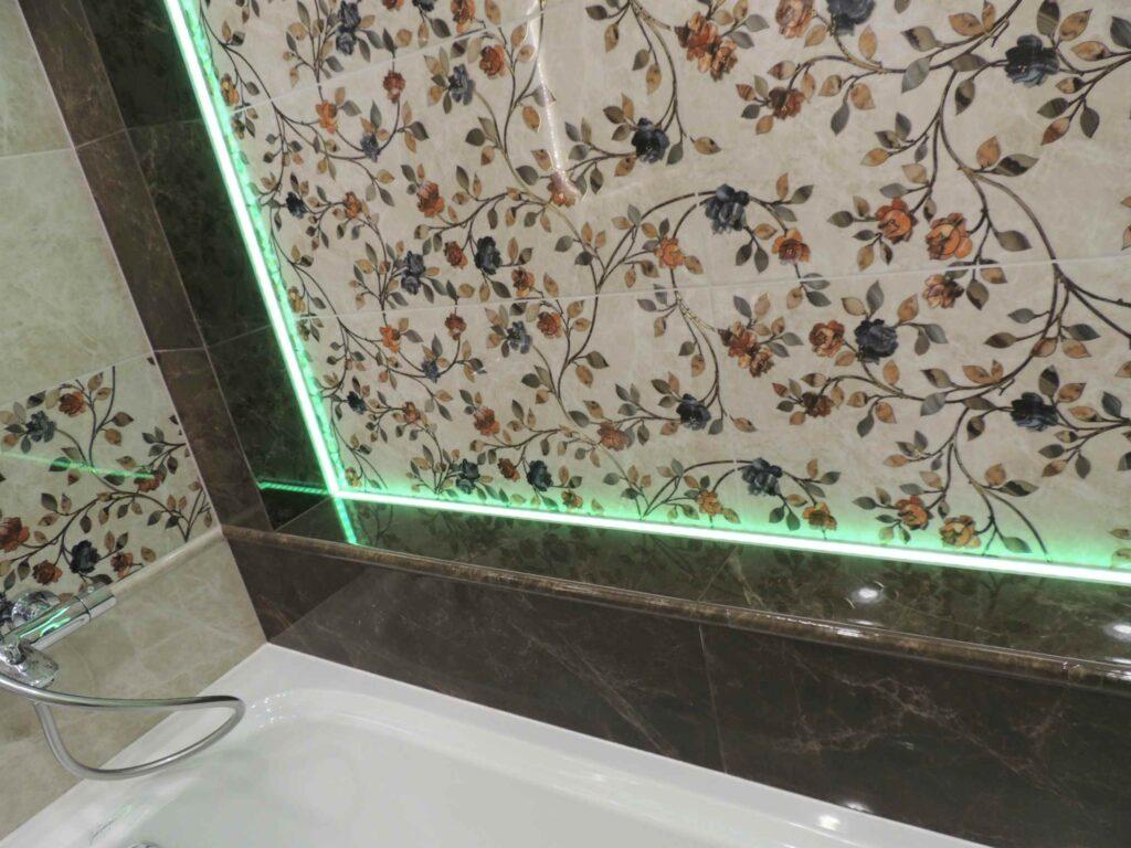 Красивый стык ванны с плиткой.jpg