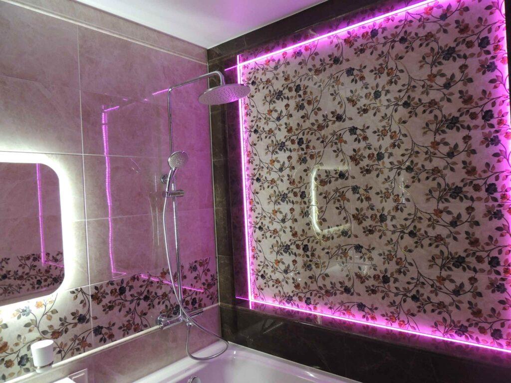 Ниша из плитки в ванной.jpg