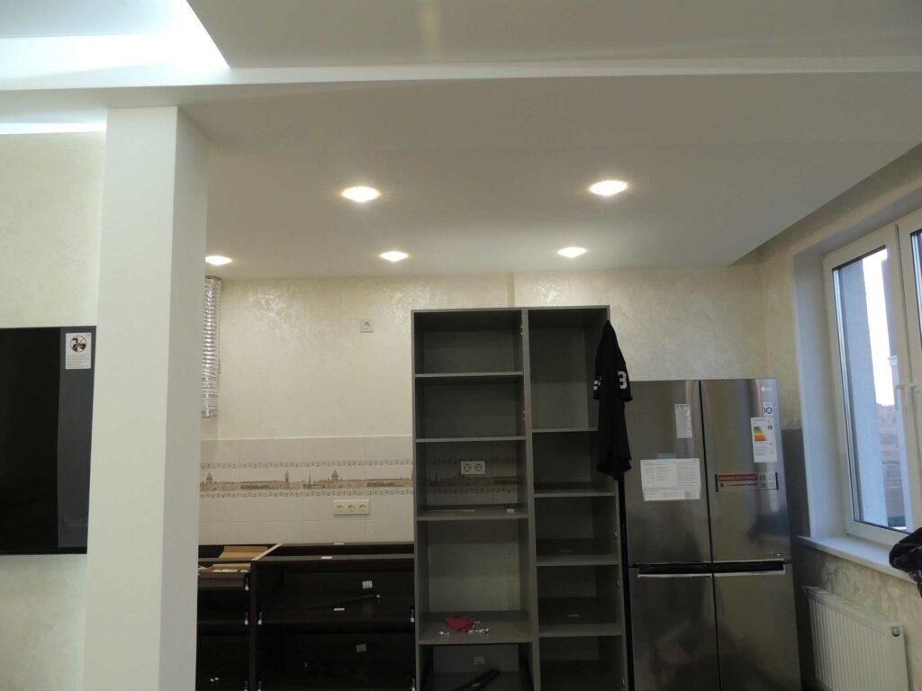 ремонт в кухне с установкой встроенной мебели.jpg