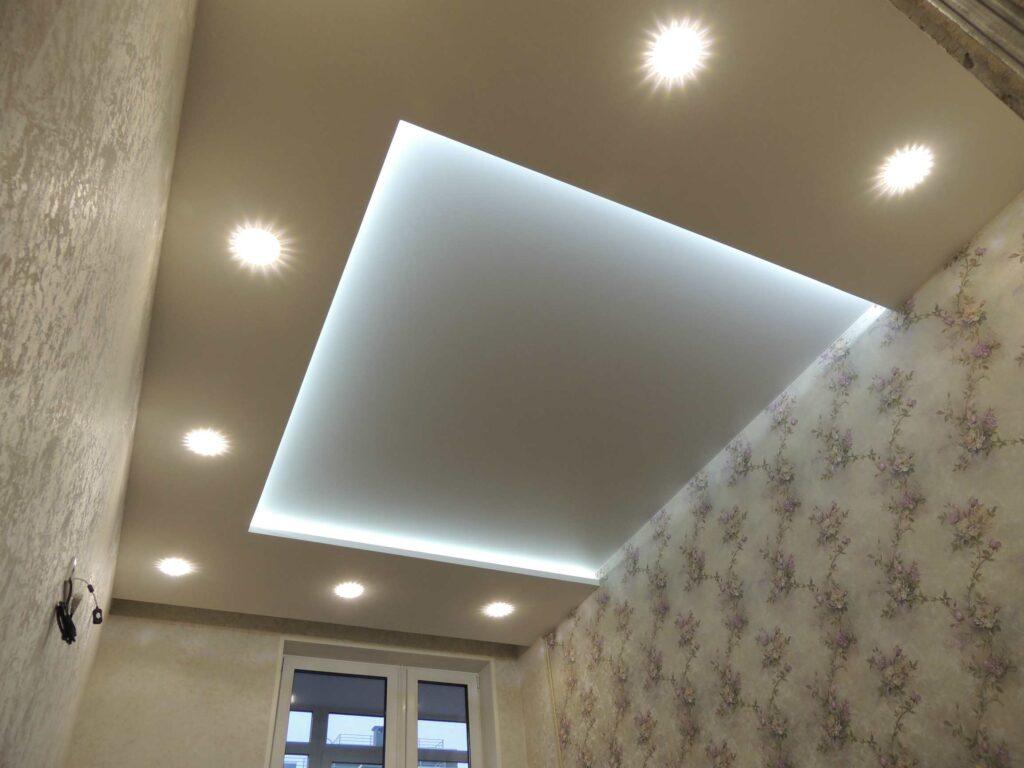 очень красивый потолок из гипсокартона в спальне.jpg