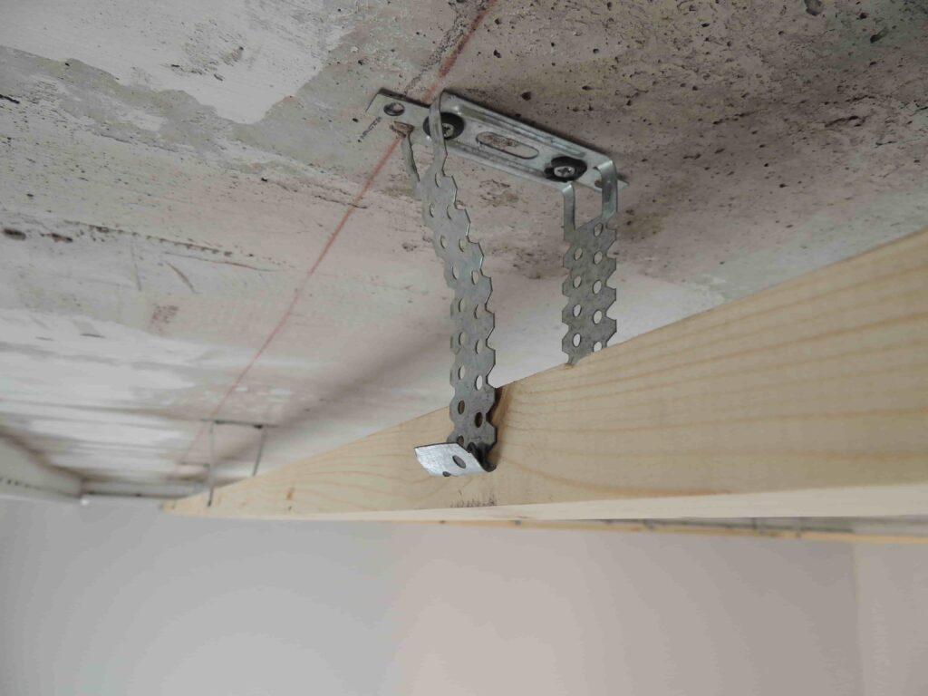 Монтаж гардины на натяжной потолок
