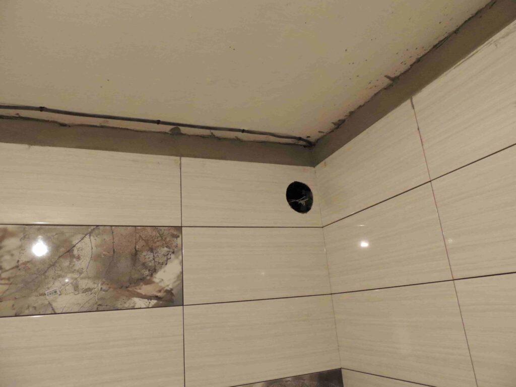 Выравнивание стены в ванной под натяжной потолок